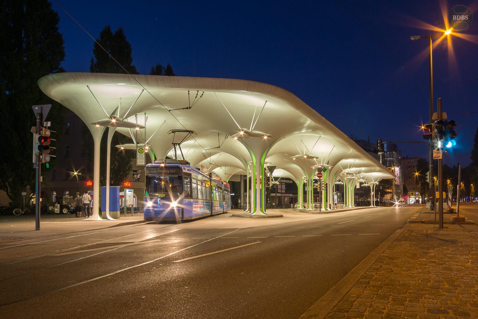 Münchner Freiheit (ISO 100 - 12mm - f/8 - 2sek)