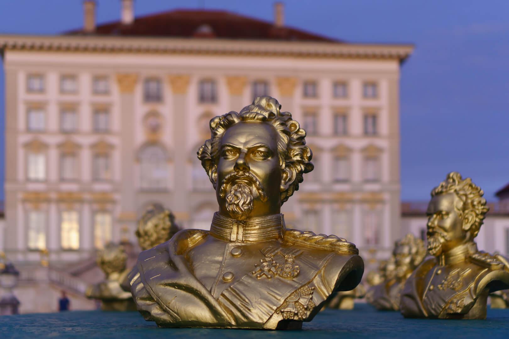 Kunstinstallation zu König Ludwig II (1/500- f/1,8 - 35mm - ISO400)