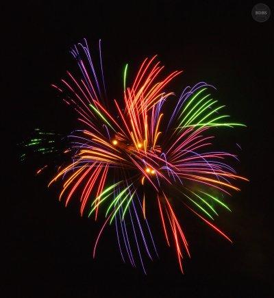 Feuerwerk (ISO 100 - 16mm - f/11 - 6 Sek)
