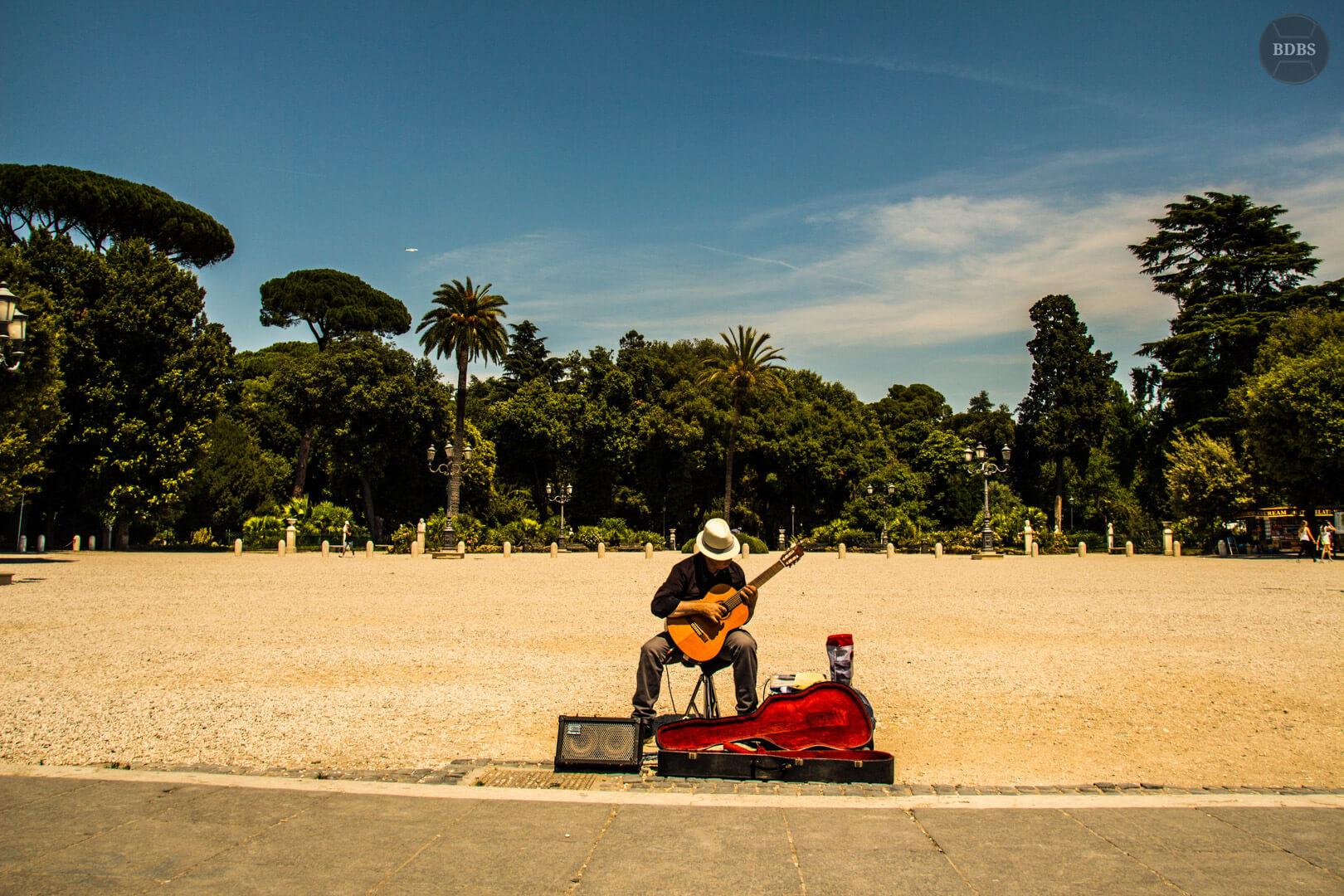 Gitarrist bei der Villa Borghese