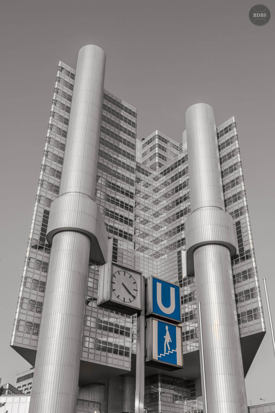 Hypo-Hochhaus HDR (1/125 Sek - f22,0 - 35mm - ISO100)