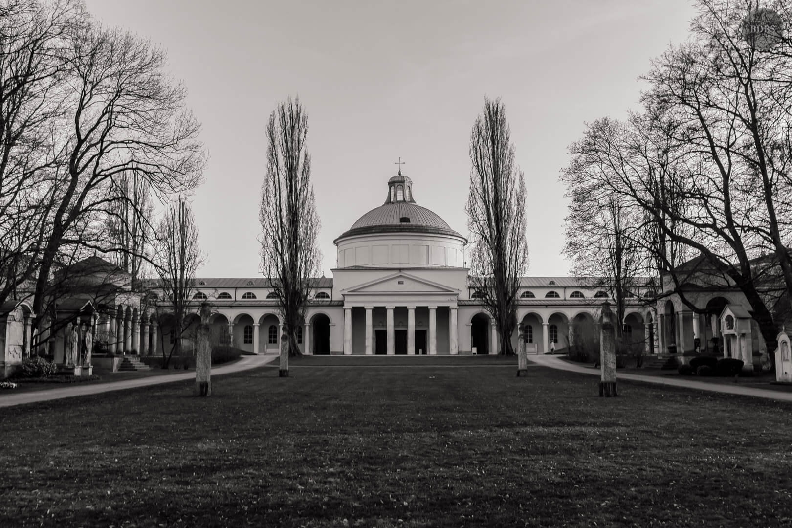 Ostfriedhof HDR ( 1/200 - f8,0 - 35mm - ISO100 )