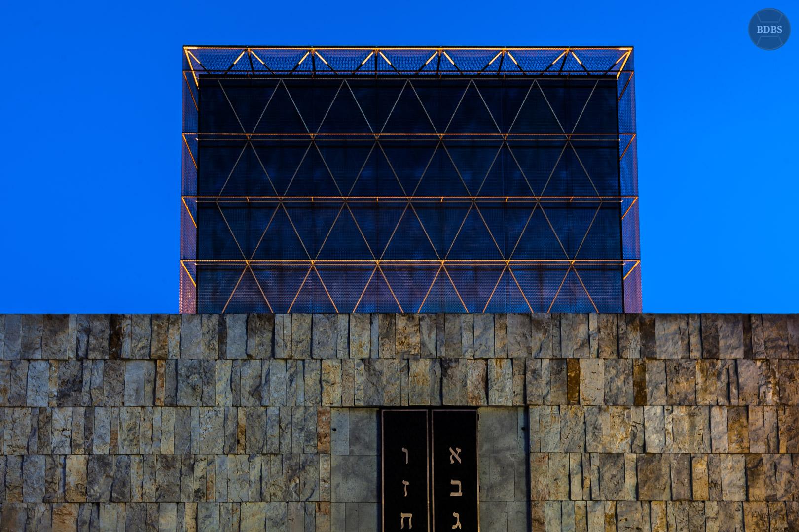 Synagoge HDR (5,0 Sek - f/10 - 35mm - ISO100)